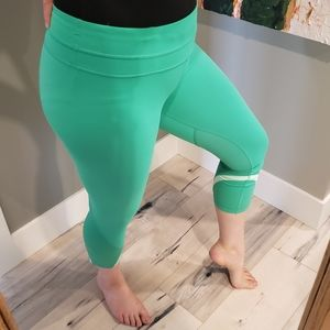 Lululemon Run: 8 Inspire Crop-very green/teal